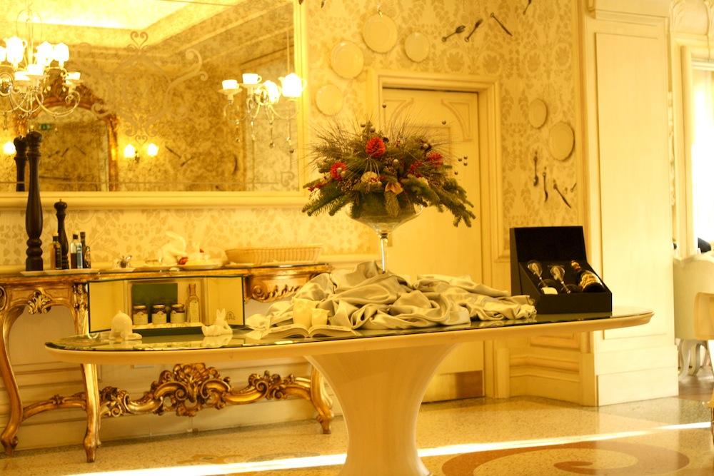 www.hotelchateaumonfort.com