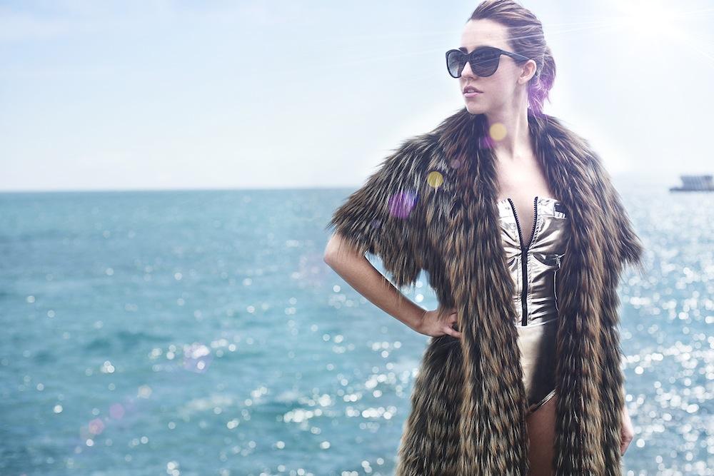 fox_coat_lady_fur