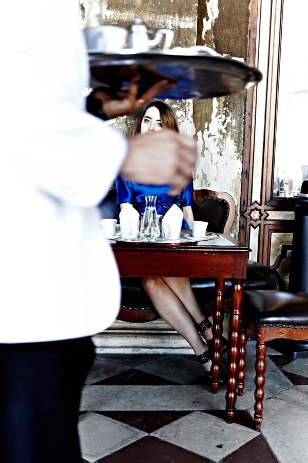 blue_dress_blue_eyes_lady_fur_albino