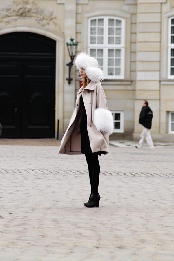 giacca_albino_con_pelliccia-bianca-in_volpe_lady_fur