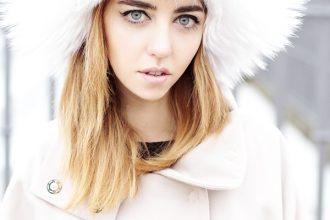 bellissima_ragazza_volpe_bianca_con_pelliccia