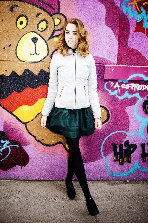 lady_fur_indossa_raparo_scarpe_piumino_kway