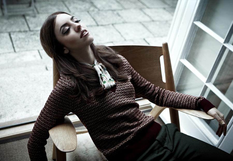 Lady Fur indossa un completo Zara linea Basic e camicia Lola Swing