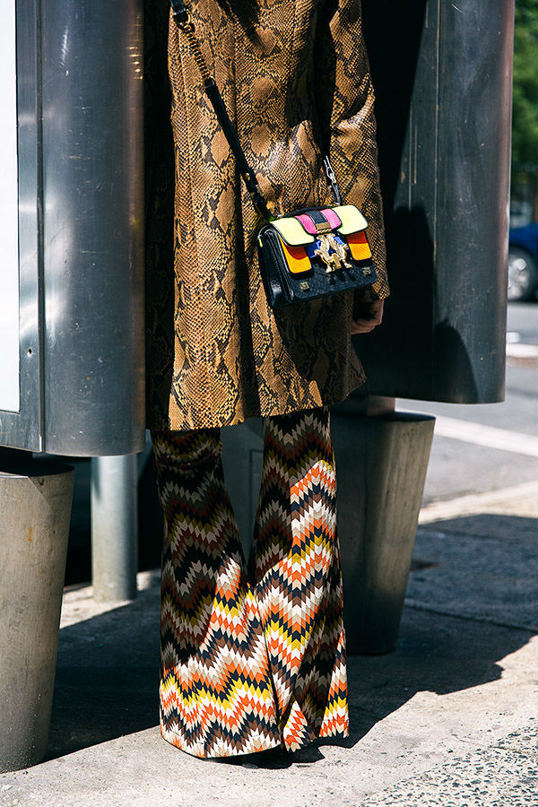 lady fur pantaloni fantasia giacca pitone borsa