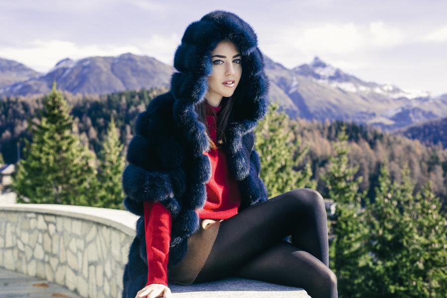 pelliccia di zibellino blu con grande cappuccio