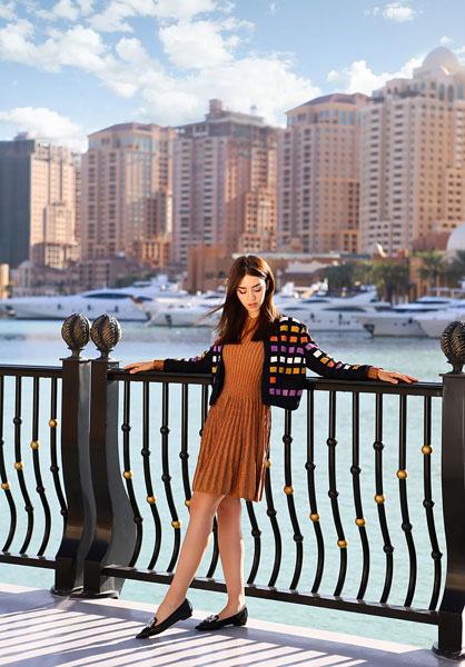 Lady Fur indossa giacca DROME, abito MMISSONI, LE CAPRESI scarpe