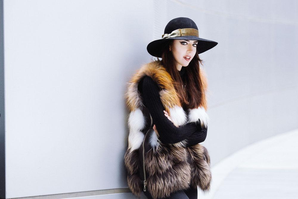 lady fur indossa gilet di pelliccia punto