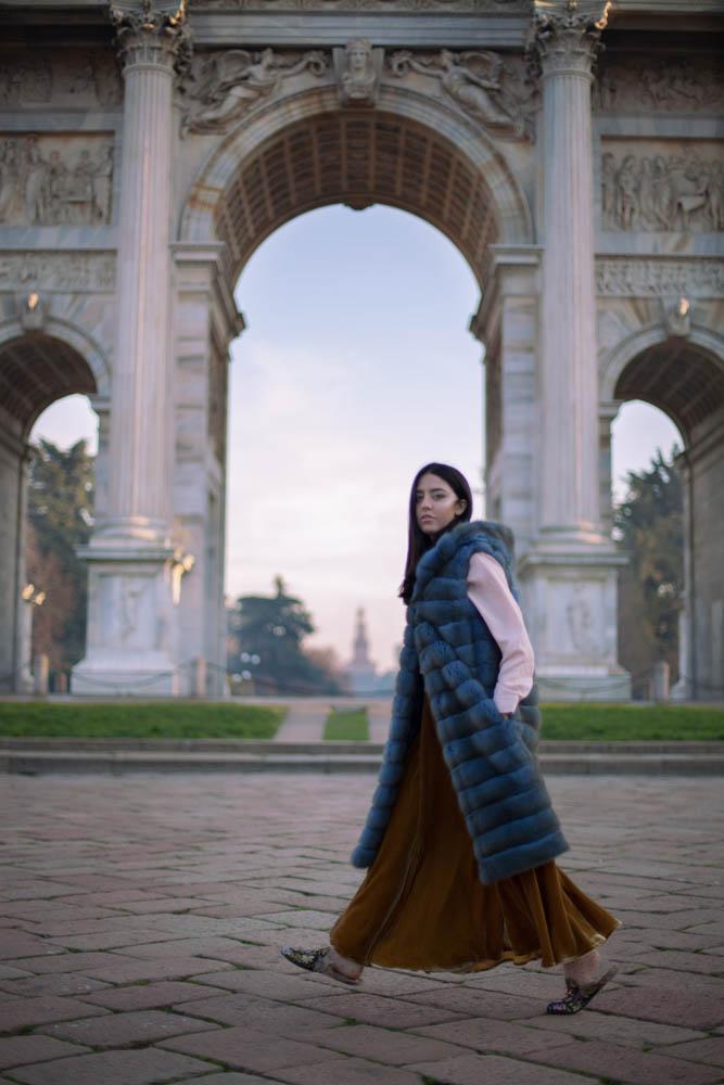 lady fur con pelliccia lunga di zibellino con cappuccio