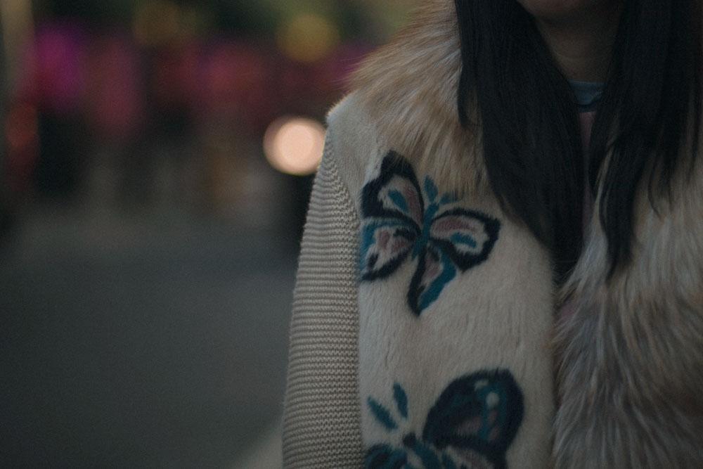 Maglia-pelliccia-particolari-farfalla