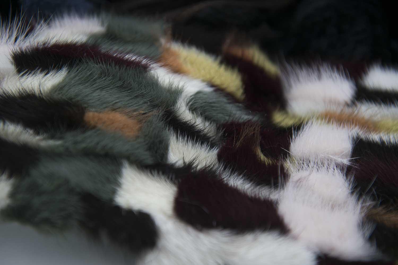 foto dettaglio dell'intarsio in pelliccia