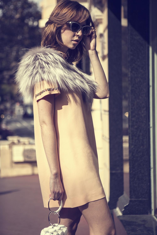 pelliccia_argento_collo_pelliccia-su-abito_rosa_lady_fur