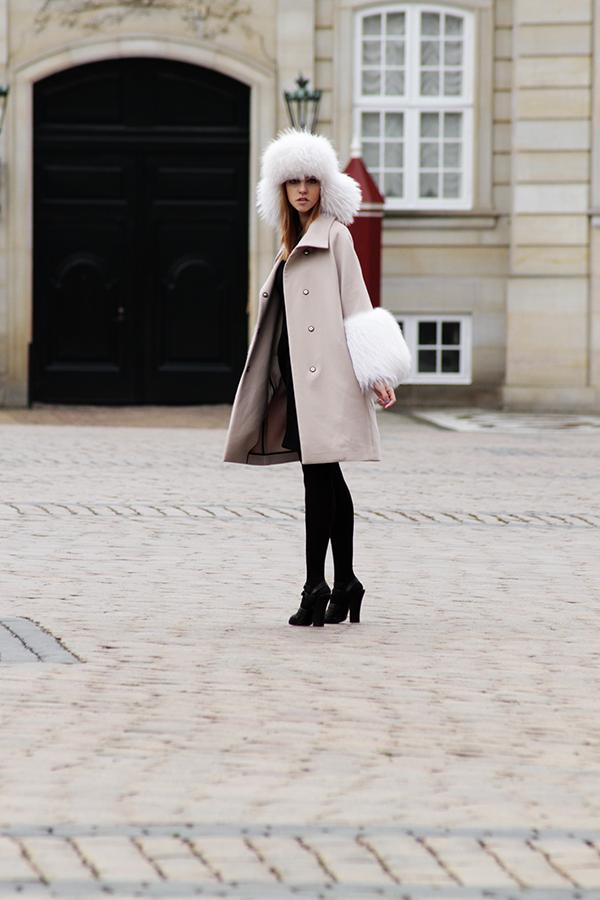copenhagen_lady_fur_pelliccia_bianca_albino_chanel