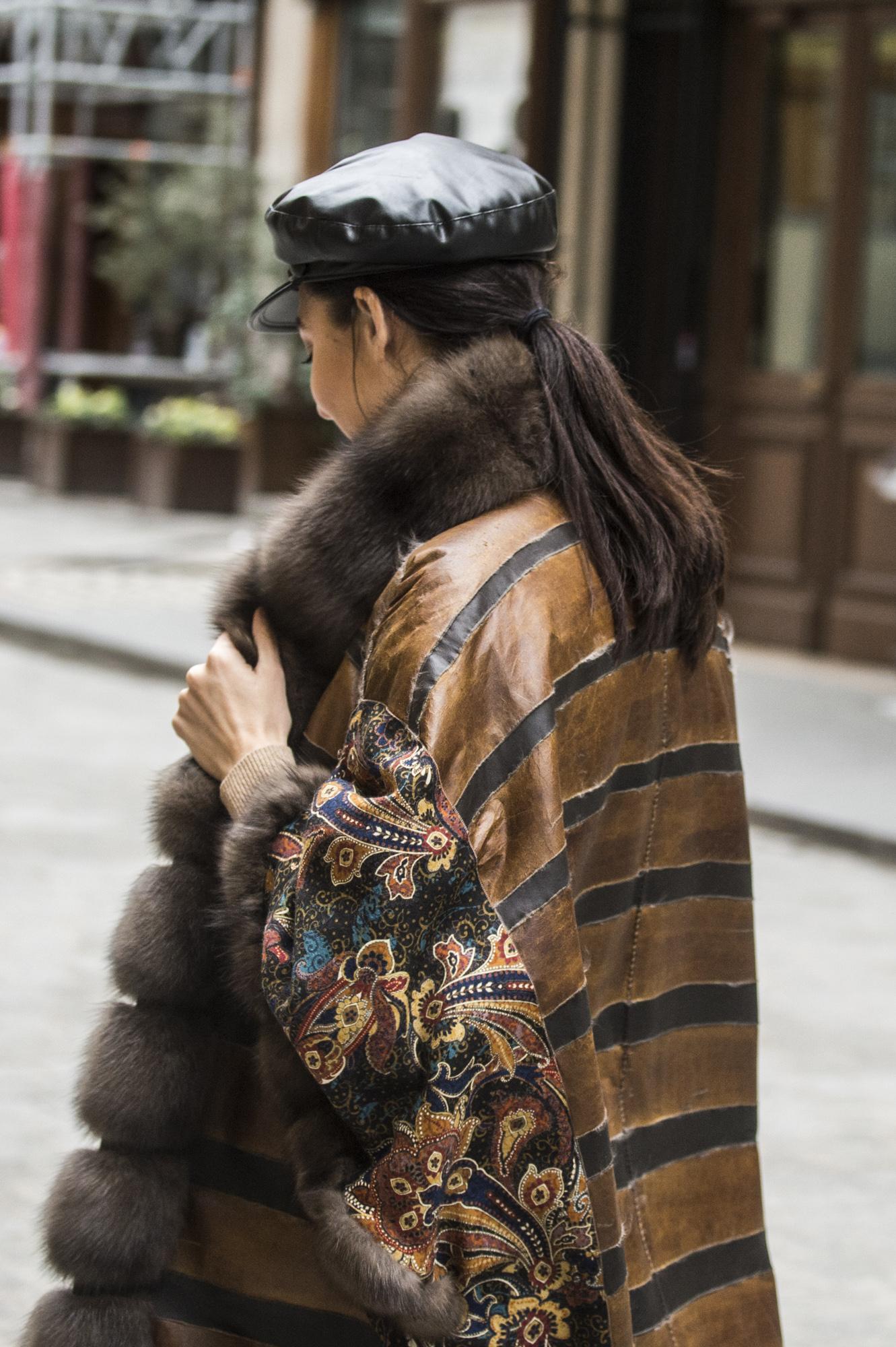 dettaglio chiena cuoio pelliccia zibellino tosato